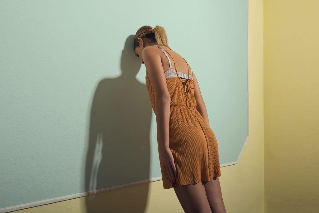 magányos ruha)